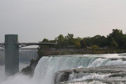 один из водопадов на Ниагаре