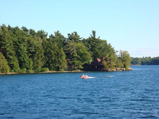 дом на берегу реки