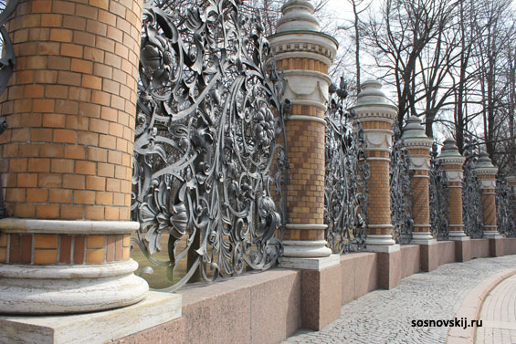 забор в Храме Спас-на-Крови в Санкт-Петербурге