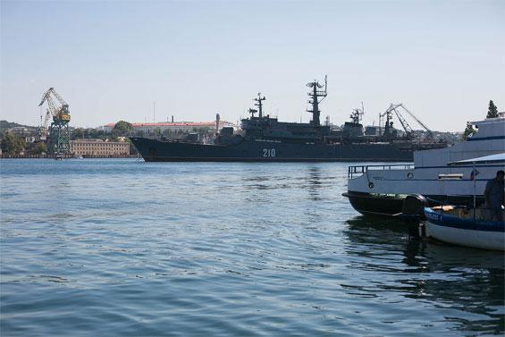 военный корабль 210