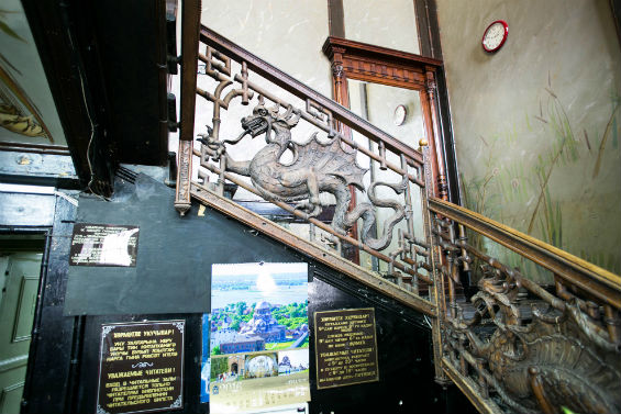 лестница с драконами в китайском стиле