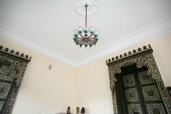 потолок в одной из комнат дома Ушковой
