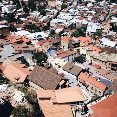 Дома с красными крышами