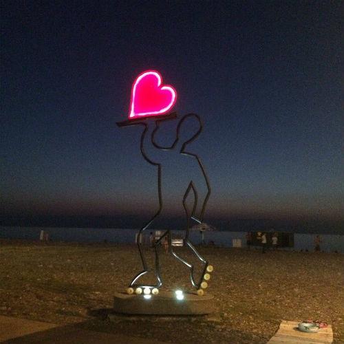 """Скульптура """"Роллер с сердцем"""""""