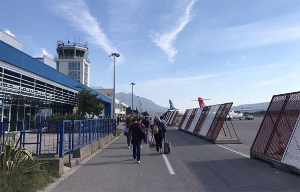 дорога от самолета в аэропорт
