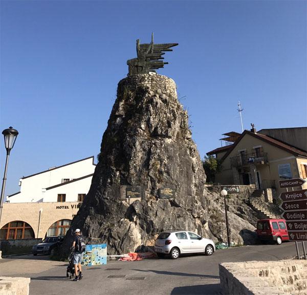 монумент в Вирпазаре
