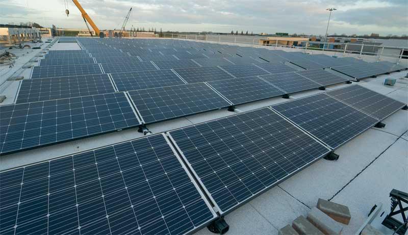 солнечные панели на крыше дата-центра Serverius в Меппеле (Нидерланды)