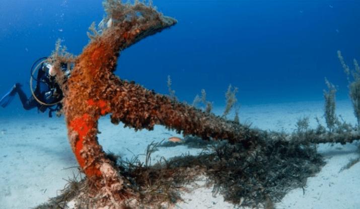 якорь под водой