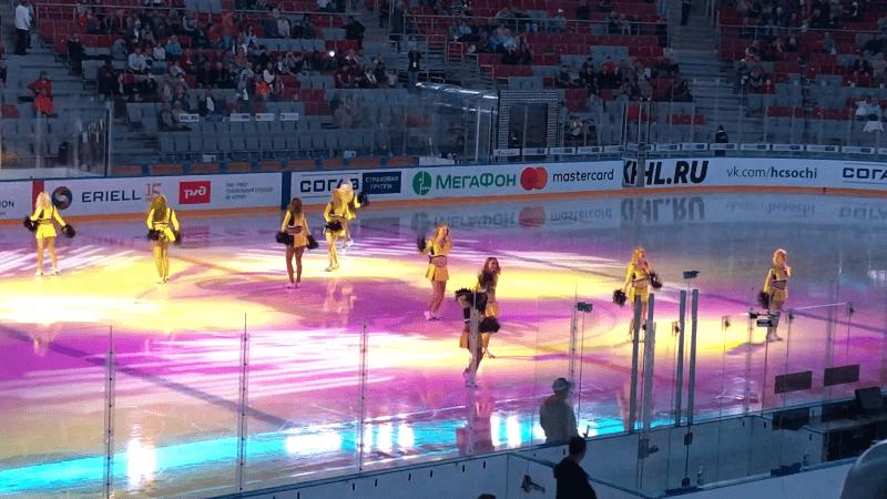 танец группы поддержки