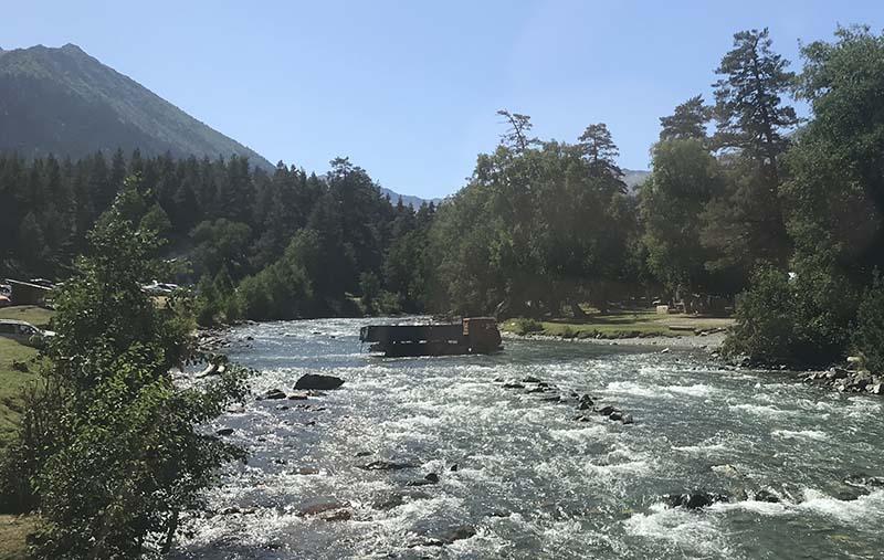 Камаз едет через реку Псыш