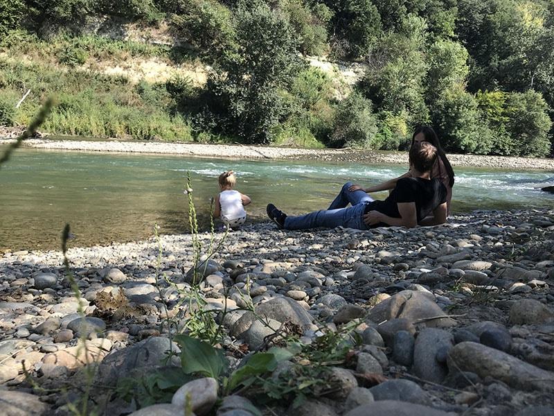 Обед на берегу горной реки
