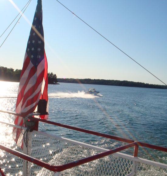 американский флаг на корабле