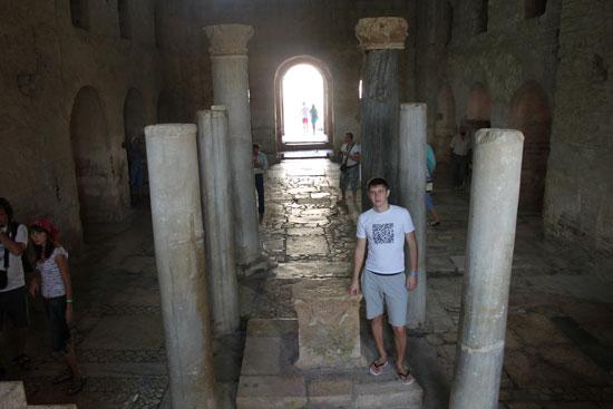 внутреннее помещение церкви святого Николая