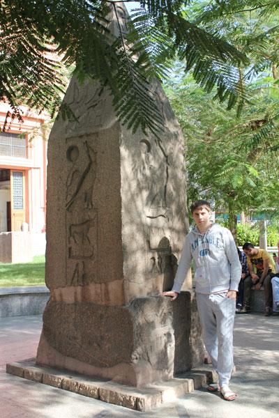 монумент в музее Египта