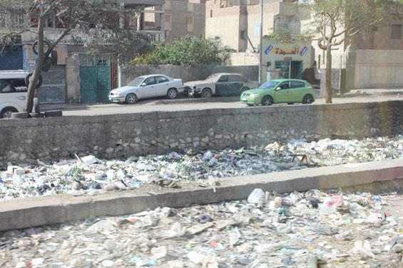 мусор в канале Египта