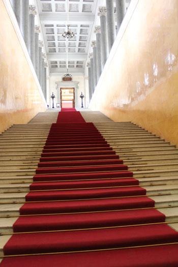 Лестница в Эрмитаже на второй этаж