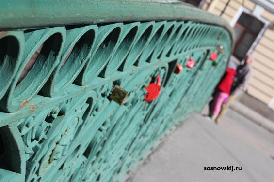 мост с замками для влюбленных