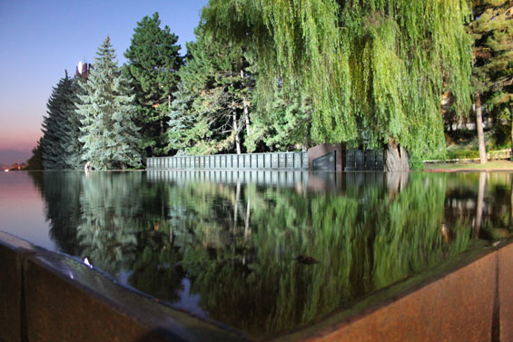 Зеркальный бассейн