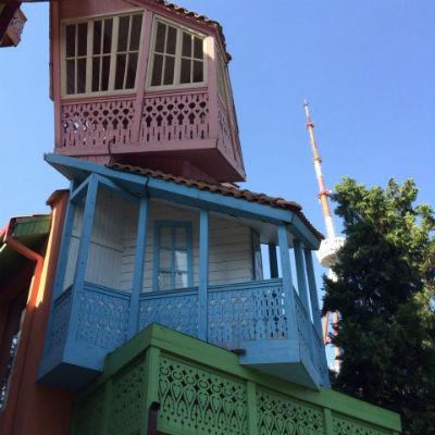 Дома в тбилисском парке аттракционов