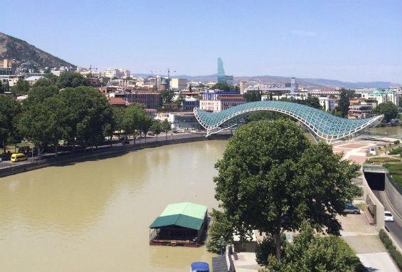 вид на мост Мира