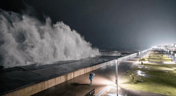шторм в Адлере